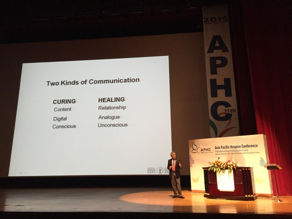 Tom Hutchinson explaining the two kinds of communication in medicine during his plenary